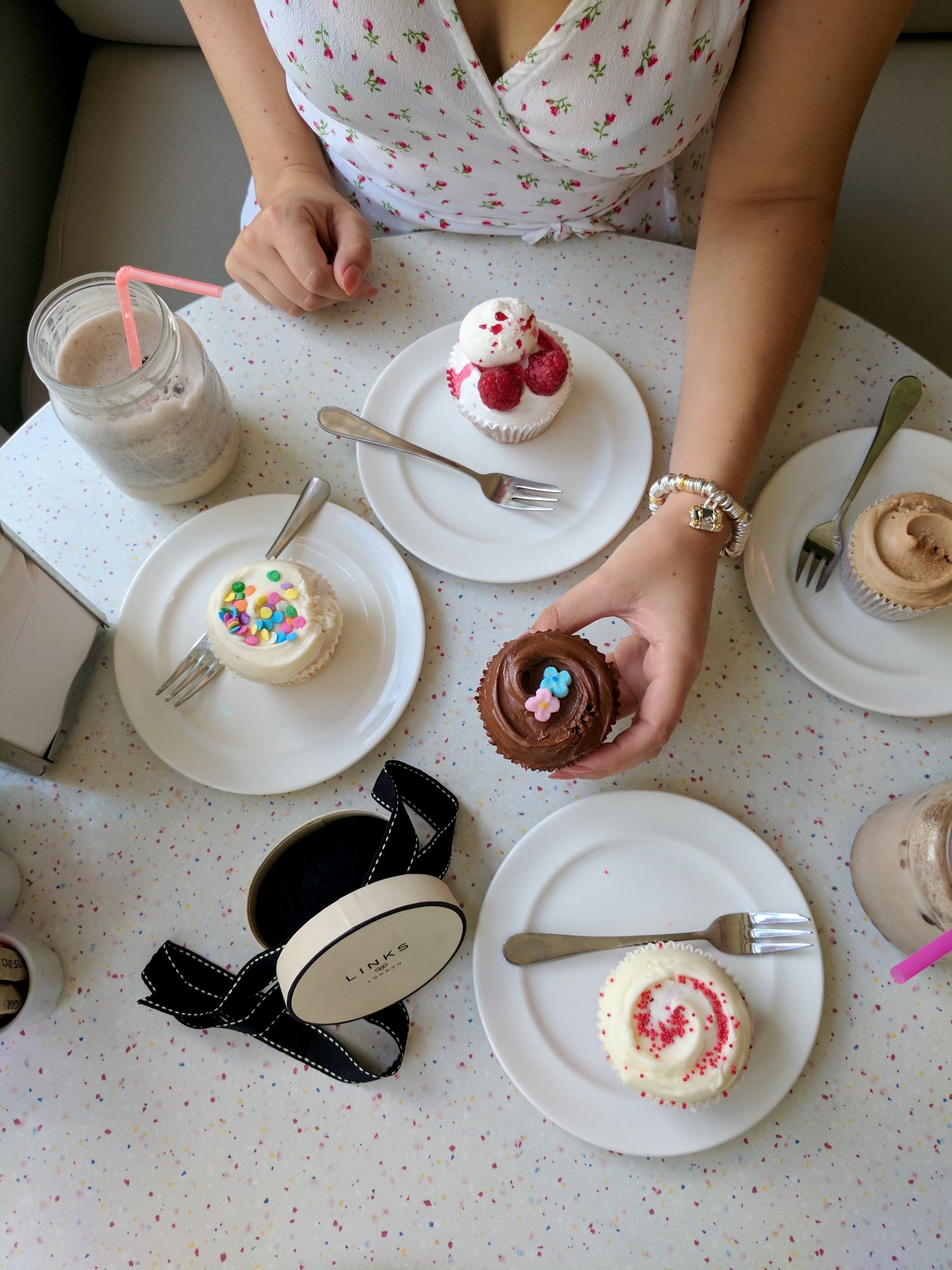 cupcakes and bracelet Links of London