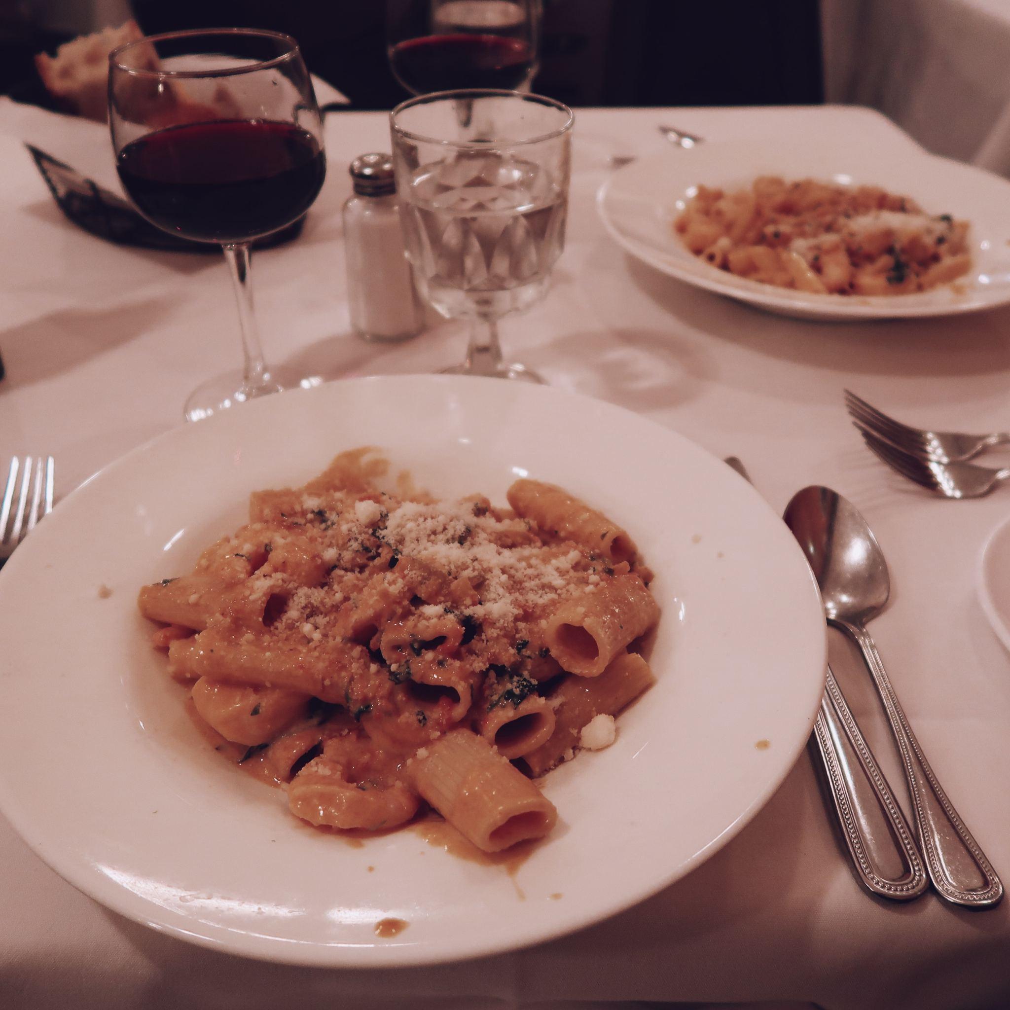 food nyc new york avocado toast pasta omelettes cafe diner starbucks wine happy cocoa chelsea