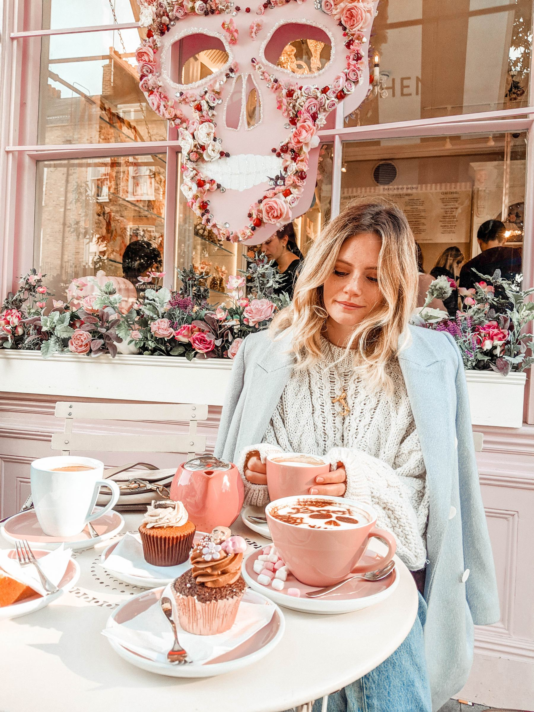 instagram guide london most instagrammable eccleston yards flower wall flowers jesschamilton instagram peggy porschen
